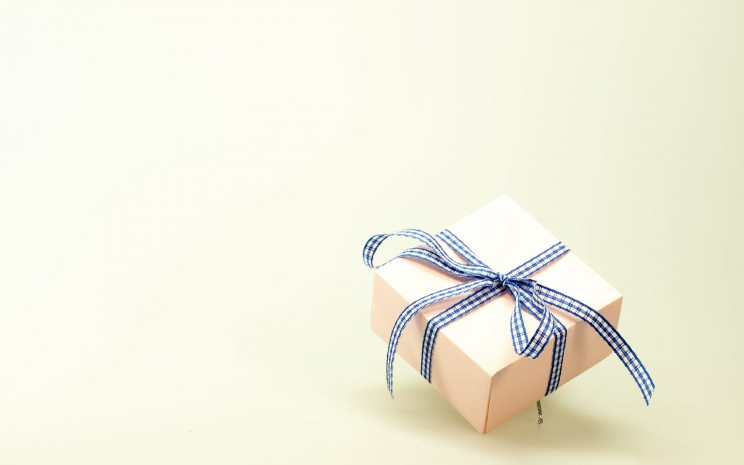Quick, Easy and Perfect Party Gifts You Can Get Online – Expressive Mom